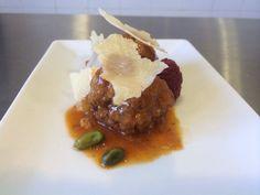 La Paz Hotel Yecla en Yecla, Murcia. Tapa: Estofado de albondigas con queso Francés de Montaña. De Lunes a Viernes de 8:00h. a 16,00h. y de 20:30h. a 23:00h. Sábado hasta las 16'00. Domingo cerrado. Tapas, Albondigas, Murcia, Steak, Food, Meatball Stew, Hotels, Restaurants, Wine Cellars