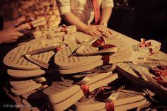 Chinelinhos para convidados de casamento. Foto: Rodrigo Zapico
