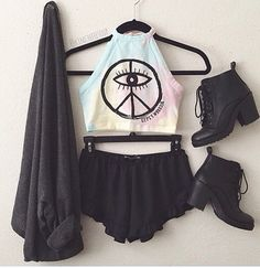 pastel goth, pastel grunge, soft grunge, pastel colours, kawaii, edgy fashion - Would ditch the shorts for bleached high waist shorts, or a black skater skirt ><