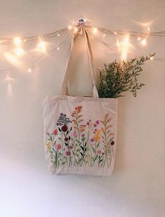 Floral Tote Bags, Embroidery Bags, Custom Tote Bags, Practical Gifts, Shopper Bag, Embroidered Flowers, Canvas Tote Bags, Crafts, Sewing