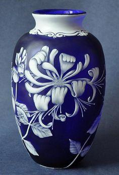 Isle Of Wight Glass Richard Golding Glass Bath Aqua Glass B&W Thornton Of Stratford- Fenton Glass, Glass Ceramic, Ceramic Pottery, Ceramic Art, Cobalt Glass, Cobalt Blue, House Plants Decor, Painted Wine Glasses, Vase Centerpieces