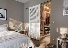 Dressing avec porte coulissante pour décorer la chambre
