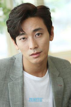 Asian Actors, Korean Actors, Handsome Asian Men, Im Falling, Japanese Men, Gorgeous Men, Beautiful, Woman Face, Korean Drama