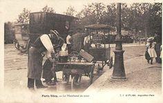Marchand de coco, marchand de plaisir, santon Analy - l'estrangiè e li santoun Paris 1900, Old Paris, Vintage Paris, Paris France, Paris Pictures, Paris Photos, Old Pictures, Photo Vintage, Vintage Photos