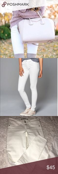 ⌁FLASH SALE⌁ A&F WHITE SKINNY JEANS 00R. 24w. The only thing is the line across the tag. Abercrombie & Fitch Jeans Skinny