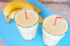 Een heerlijk gezonde smoothie. Deze smoothie wordt gemaakt met ananas, banaan en yoghurt. Heerlijk fris zoet en bomvol vezels en vitaminen.