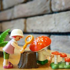 """#호기심소녀 호기심 발동! """"what are this spots?"""" #curious_girl #플레이모빌 #playmobil #摩比 #toy #figure"""
