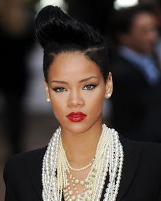 Pin for Later: The Best Beauty Looks Rihanna Has Rocked So Far 2009 At the Inglourious Basterds premiere in she paired this pompadour updo with winged eyeliner and a glossy red lip. Saint Michael, Madonna, Winter Make-up, Winter Season, Winter Style, Looks Rihanna, Lipstick For Dark Skin, Black Lipstick, Lipstick Shades