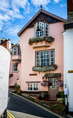 Pink house in Topsham, Devon England Exterior Colors, Exterior Paint, Wabi Sabi, Beautiful Homes, Beautiful Places, Devon England, Devon And Cornwall, Pink Houses, Good House
