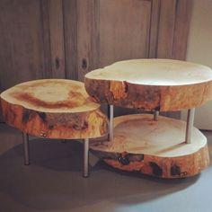 Boomstam salontafel met onderblad, gecombineerd met een enkele tafel van dezelfde boom welke er precies onder past❤ #boomstam #salontafel #boomstamtafel #onderblad #woodlife #woodlovers #treetable #wood #Woods #inspiration Www.CreativeOpen.nl