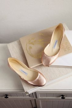 Rose Gold metallic leather ballet flats, handmade from sustainable leather by us at The White Ribbon Ballerina Gold, Ballerina Shoes, Or Rose, Rose Gold, Bridal Wedding Shoes, Wedding Gowns, Dream Wedding, Manolo Blahnik Heels, Pointe Shoes