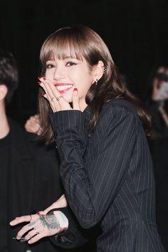 Lisa From Blackpink Kpop Girl Groups, Korean Girl Groups, Kpop Girls, Yg Entertainment, Rapper, Lisa Blackpink Wallpaper, Lisa Bp, Blackpink Jisoo, Bvlgari