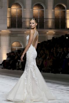 This gown is just gorgeous!