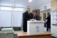 Orbán Viktor miniszterelnök leadja szavazatát  Mellette felesége, Lévai Anikó. MTI Fotó: Koszticsák Szilárd - PROAKTIVdirekt Életmód magazin és hírek - proaktivdirekt.com