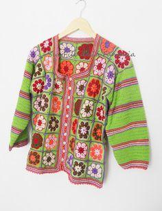 Sul filo della fantasia: Per caso, ho sbagliato mese? Crochet Pants, Crochet Jacket, Crochet Cardigan, Crochet Scarves, Crochet Clothes, Crochet Granny, Knit Crochet, Hippie Crochet, Crochet Magazine