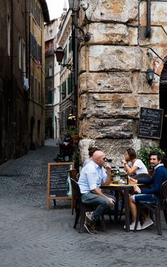Quaint restaurant in Rome, Italy #travel talunzeitoun.com