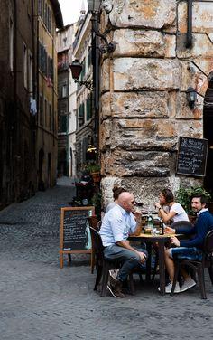 Quaint restaurant in Rome, Italy #travel talunzeitoun.com
