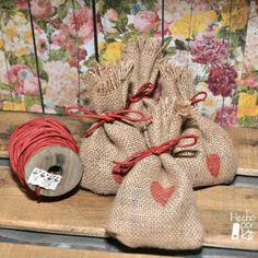 Sacos para el arroz. Hechos de arpillera. Kit disponible con 25 y 50 unidades. 1€ el saquito.