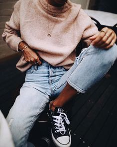 Street Style trends : streetstyleplatform: high waist slim mom jeans Converse… streetstyleplatform: high waist slim mom jeans Converse Chuck Ox Trainers In Black Mode Outfits, Casual Outfits, Fashion Outfits, Womens Fashion, Fashion Trends, Casual Wear, Fashion 2018 Casual, Autumn Fashion Women Casual, Casual Fall