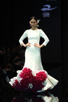 Wappíssima - Simof 2016 - Pedro Béjar - 2016 Spanish Dance, Spanish Dress, Dance Fashion, Fashion Show, Fashion Dresses, Flamenco Dancers, Flamenco Dresses, Unique Dresses, Formal Dresses