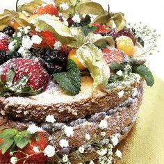 Naked Cake de baunilha com brigadeiro e frutas... muitas frutas 🍓🍒 #chocolate #bombom #doces #confeitaria #food  #foodporn #gastronomia #gastronomy #patisserie #personalizados #cake #bolo #cakedesign #docesfinos #festa #aniversario #birthday #party #cookies #pãodemel #cupcakes #cakepops #brigadeiro #sugar #callebaut #honeyhoney #gourmet  Yummery - best recipes. Follow Us! #foodporn