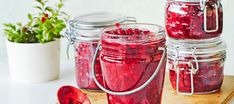 Puolukkahillo palasokerista Preserves, Pickles, Mason Jars, Food And Drink, Snacks, Canning, Vegetables, Recipes, Essen