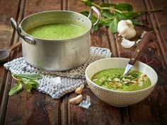 Brokkolisuppe med grønn curry Broccoli Soup, Moscow Mule Mugs, Breakfast Recipes, Healthy Recipes, Healthy Foods, Curry, Lunch, Snacks, Eat