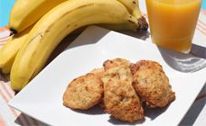 Banana biscuits----These biscuits are perfect lunch box treats! They are a great way to use up leftover ripe bananas. Using basic pantry ingredients, being nut-free and easy to make will keep them on the menu. Healthy Biscuits, Coconut Biscuits, Nutella Snacks, Easy Lunch Boxes, Good Food, Yummy Food, Recipe Finder, Quick Snacks, Healthy Snacks