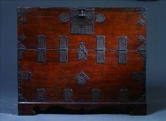 "Korean traditional antique furniture, ""Ganghwa Bandatyi"". 전통 고가구 강화반닫이"