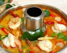 Tom Yum Goong - Spicy Prawn Soup- Recipe and Cooking Method Thai Soup, Spicy Soup, Sour Soup, Thai Recipes, Asian Recipes, Soup Recipes, Seafood Recipes, Dinner Recipes, Tom Yam Soup