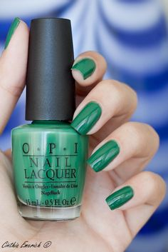What a pretty color! #green #nails