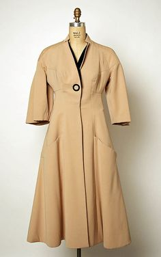 Vintage Coats Coat Charles James (American, born Great Britain, Date: 1952 Culture: American Accession Number: - Charles James, Vintage Fashion 1950s, Mode Vintage, Edwardian Fashion, Vintage Ladies, Evening Skirts, Evening Dresses, Blazers, Textiles