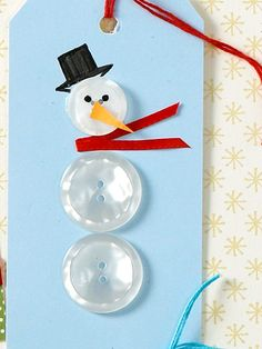 Frosty's Gift Tag  Make a snowman out of clear buttons or beads. Then give him an outfit with a ribbon scarf, paper nose, and drawn-on top hat. #giftwrap #gifttag #diy