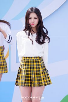 Sexy Asian Girls, Beautiful Asian Girls, Vaquera Sexy, Girls In Mini Skirts, Pretty Asian, Sexy Skirt, Cute Skirts, Asian Fashion, Korean Girl Groups