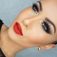 Amrezy Cateye + Red Lip