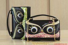 Sfiziosissima Mini Bag Le Pandorine con paillettes colorate e dall'interno a forma di portafoglio.  Portabilità a mano o in diagonale.   Acquistala sul nostro Store Online Carpel Shop, link a ----> http://carpelshop.com/?s=eyes&post_type=product