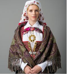 Shawl for bunad from Åmli, Norway, in Aust-Agder (East Agder) Norwegian Clothing, Costumes Around The World, Spring Outfits Women, Folk Costume, People Of The World, Traditional Dresses, Norway, Female, How To Wear