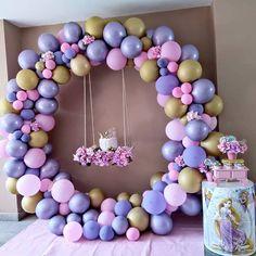 "🎂 Super Festas - Maceio / AL🎂 on Instagram: ""Rapunzel com esse arco maravilhoso 😍😍😍 👉 @super.festas 👉 #superfestas SIGA 👉 @dellourartatelie SIGA 👉 @amigurumi.mcz • • • • • • Por 👉…"" Princess Theme Birthday, Rapunzel Birthday Party, Disco Birthday Party, Girl Birthday Themes, Birthday Design, Princess Party Decorations, Balloon Decorations, Birthday Decorations, Princesse Party"
