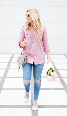 Rose Colored Glasses – Living In Color Print. Pink shirt+distressed jeans+grey sneakers+grey crossbody bag+sunglasses. Spring Casual Outfit 2017