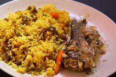 Riz aux légumes parfumé au Colombo saveur Curry & Court-bouillon de Poisson (merlan).  Ingredients;  Riz, Petits Champignons émincés Petits pois carottes, poisson (merlan) Poudre à Colombo (curry) Sel, poivre, l'huile d'olive et épices complet traditionnel  Temps de cuisson: 20min