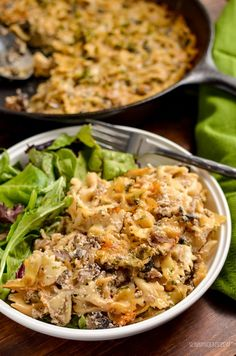 Dig into this heavenly Syn Free Baked Garlic Mushroom and Ricotta Pasta dish - a perfect speed filled recipe. I'm on a bit of a ricotta addition at present. There is just something super indulgent Slimming World Vegetarian Recipes, Slimming World Pasta, Slimming Eats, Slimming Recipes, Veggie Recipes, Pasta Recipes, Cooking Recipes, Healthy Recipes, Vegetarian Mushroom Recipes