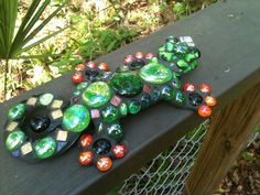 Mosaic Lizzard Critter!     by Fiddlekate (Katie Waller), via Flickr  (Granddaughters will name this one. :))