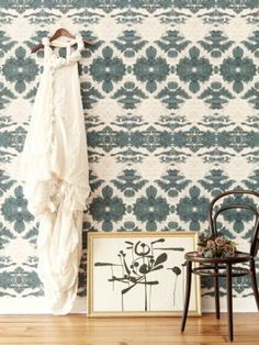 I'm crazy for this wallpaper or mural. Wish I could read what this pin says. Eskayel – Une superbe collection de produits textiles ethniques made in New York Blog Wallpaper, Fabric Wallpaper, Wall Wallpaper, Designer Wallpaper, Dance Wallpaper, Rustic Wallpaper, Deco Ethnic Chic, Interior Inspiration, Design Inspiration