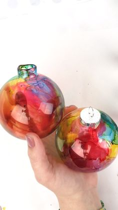 Beautiful DIY Christmas Ornaments made using alcohol ink. Rainbow / watercolor effect Christmas Ornaments. diy Watercolor Effect DIY Christmas Ornaments made with Alcohol Ink Diy Christmas Ornaments, How To Make Ornaments, Homemade Christmas, Holiday Crafts, Christmas Decorations, Ornaments Ideas, Felt Christmas, Christmas Music, Rainbow Christmas Tree