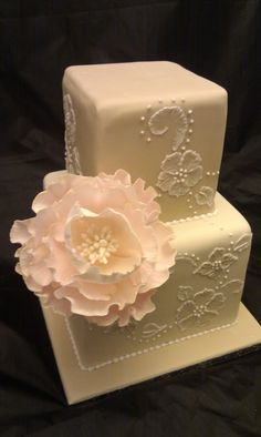 <3 pearls cake w/ brush embroidery