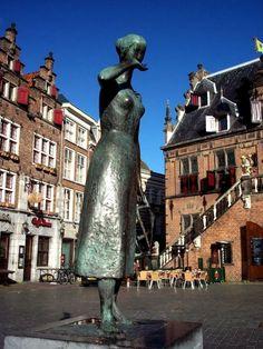 Nijmegen - Mariken van Nieumeghen  (mirakelspel uit de Lage Landen, begin van de 16de eeuw).