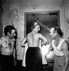 Contest of the most beautiful tattoo, street Mouffetard in October 1950 in Paris, France © Robert Doisneau / Rapho