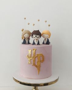 The sweetest Harry Potter Cake via 🖤 Inspired? Style the ultimate Harry Potter soirée via our Licensed Party Theme Section - link in bio x . Harry Potter Desserts, Gateau Harry Potter, Cumpleaños Harry Potter, Harry Potter Birthday Cake, 30 Birthday Cake, Harry Potter Theme Cake, Teen Birthday, Specialty Cakes, Drip Cakes