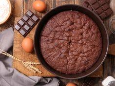 One minute vegan chocolate cake in a mug! Veggie Recipes, My Recipes, Cake Recipes, Dessert Recipes, Vegan Chocolate, Chocolate Cake, Cookie Desserts, Cake Cookies, Sweet Treats