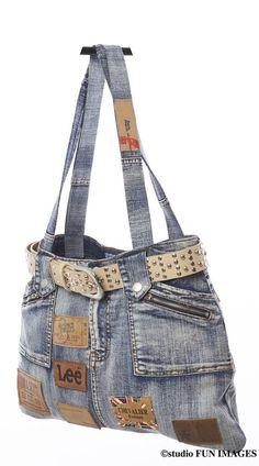 Sac à main en jean recyclé unique Diy Bags Jeans, Diy Bags Purses, Sacs Tote Bags, Jean Purses, Denim Purse, Denim Ideas, Denim Crafts, Boho Bags, Recycled Denim